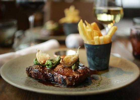 BŌKAN food steak and chips